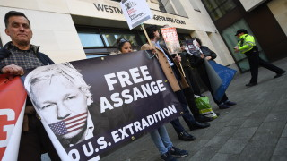 САЩ повдигнаха обвинения срещу Асандж за заговор с Челси Манинг
