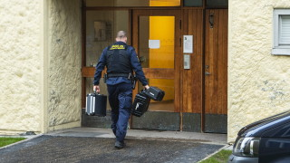В Швеция арестуваха жена, държала сина си заключен 28 г.