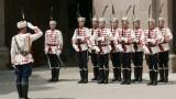 Носенето на маски - задължително, но не и за гвардейците