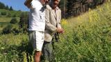 Васко Василев на разходка с 91-годишния си дядо