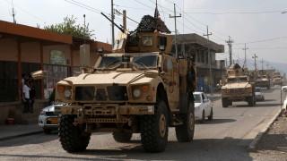 Гневни кюрди замерят с картофи изтеглящите се от Сирия сили на САЩ