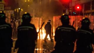 48 ранени и 23-ма арестувани при сблъсъци в Хонконг