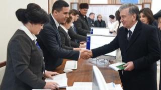 Либералните демократи водят на изборите в Узбекистан