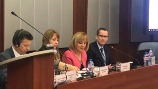 Манолова стартира кампания за отпадане на таксите в детските градини