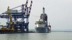 Сондажният кораб Noble Globetrotter II акостира в Бургас. Започва търсене на нефт и газ (ГАЛЕРИЯ)
