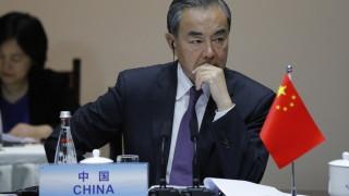 Китай задържа служител на британското посолство и призова кралството да не се бърка