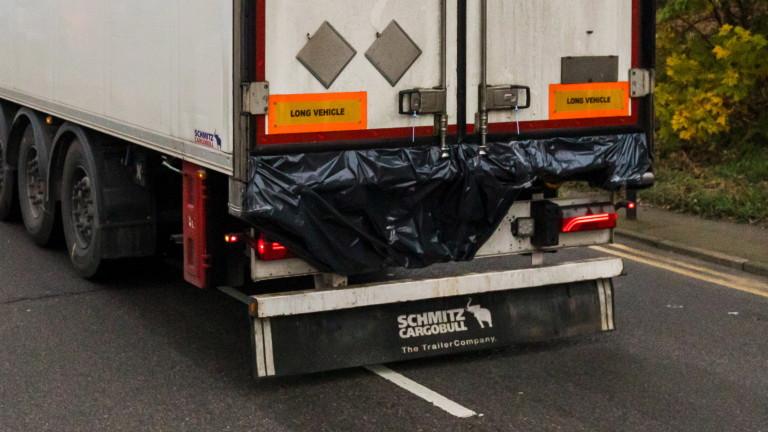 Български камион с 25 мигранти катастрофира в Северна Македония