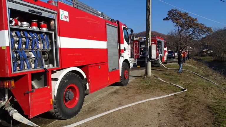 Три пожарни гасиха пожар край Войводиново