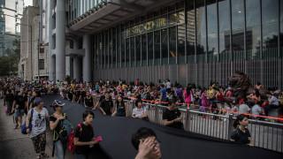 HSBC започва новата година с вандализирани офиси в Хонконг