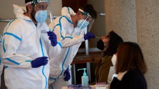 Испания ваксинира всички преболедували COVID-19 под 55 г. само с една доза