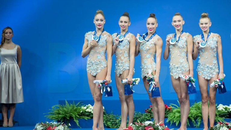 Сребърен медал на ансамбъла ни в Пезаро, публиката освирка рускините