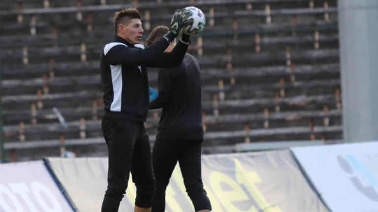 Вратар започна тренировки със Славия