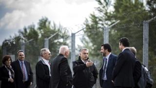 Орбан и Салвини инспектираха бодливата тел по унгарско-сръбската граница