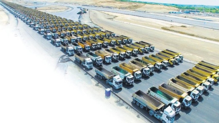 В изграждането на мегапроекта участват 2200 камиона