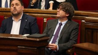 Испания поема контрол над финансите на Каталуния