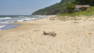 Откриха тяло на мъж на плажа в Бургас