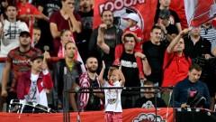 Феновете на ЦСКА скочиха на Боби Михайлов и заплашиха с окупация