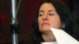 Бобева бори участието на офшорки в обществените поръчки с нов закон