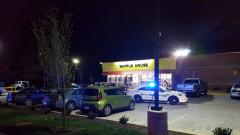 Гол мъж застреля трима души в заведение в Нешвил, САЩ