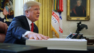 Изпълнителни директори се оплакват на Тръмп, че наемат американци без дипломи