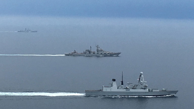 Девет британски кораба проследиха седем руски бойни кораба в Английския канал
