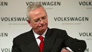 Виновният за скандала с вредните емисии шеф на Volkswagen ще получи милиони през 2016-а