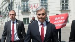 Канцлерът на Австрия подаде оставка
