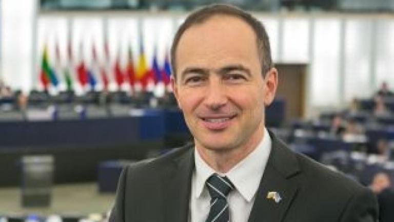 Без разделение между страните в еврозоната и извън нея зове евродепутат от ГЕРБ