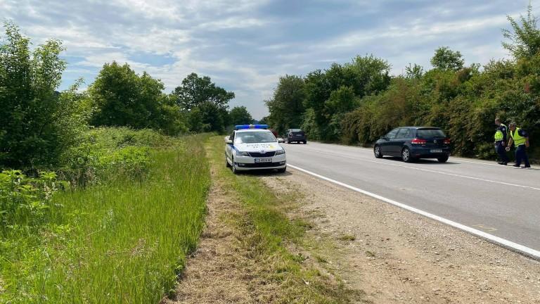 Шофьор блъсна патрулка в Прохода на Републиката и избяга