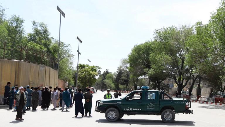 Загинаха 11 деца при атентат срещу конвой на НАТО в Афганистан
