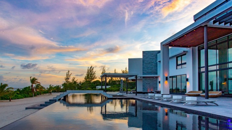 На острова, познат като данъчен рай,  тази къща се продава за $29 милиона