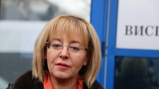 """Граждани искат Мая Манолова да разнищи небостъргача """"Златен век"""""""