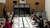 Япония и Германия засилват партньорството в отбраната, бранят свободната търговия