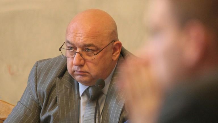 Държавата къса отношенията си с Българския футболен съюз