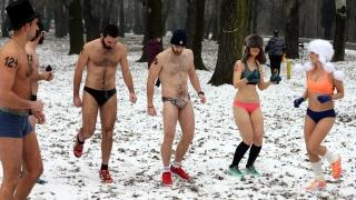 В Белград бягаха за здраве по ... бельо