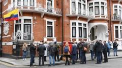 Джулиан Асанж търси убежище във Франция