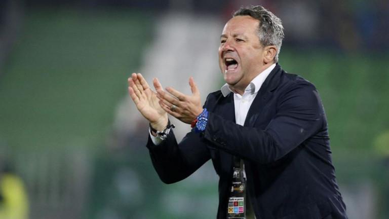 Треньорът на Левски Славиша Стоянович използва страницата на клуба в