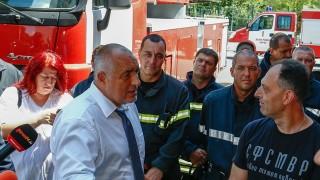 Борисов търси пожарникарска каска с петолъчка
