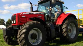 Мъж загина при удар в трактор