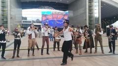 Европа очаква резултатите от евровота с музикална програма