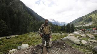 Индия и Китай договориха координирано изтегляне от Ладак