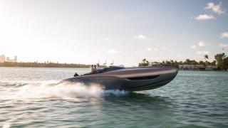 Lexus влиза в морето, за да победи Mercedes