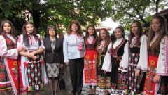 Българската роза да е визитката на председателството ни, иска Илияна Йотова