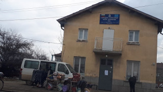 """Пространство около читалище """"Асен Златаров"""" в София е превърнато в сметище"""