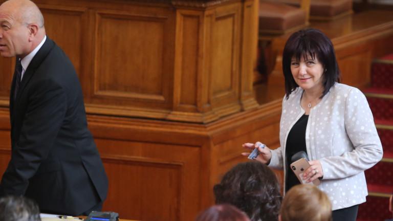 Караянчева защити Борисов, че не ходи в парламента