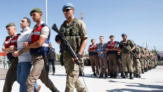 В Турция задържат 35 души, включително журналисти