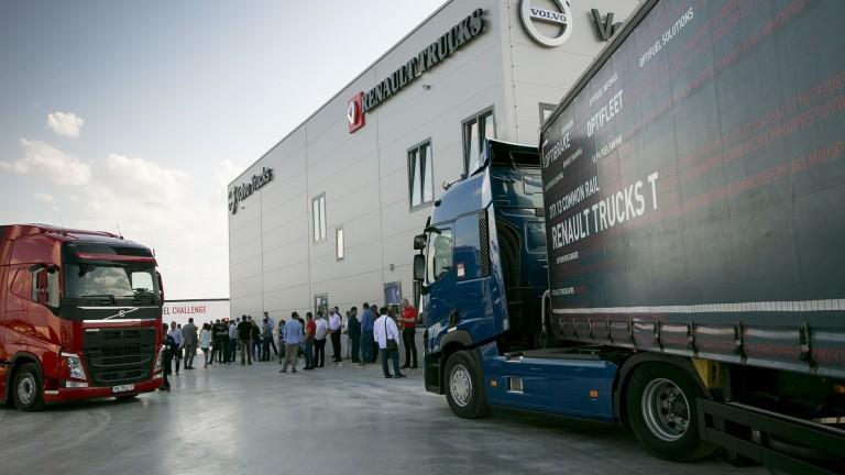 Снимка: Volvo Group откри сервизен център за 4 милиона лева край Пловдив