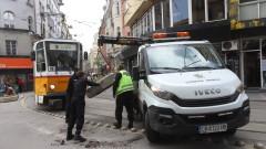 "Новопоставена кашпа  блокира движението на трамваите на ул. ""Алабин"""