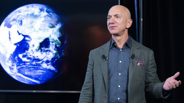 Безос се оттегля като главен изпълнителен директор на Amazon