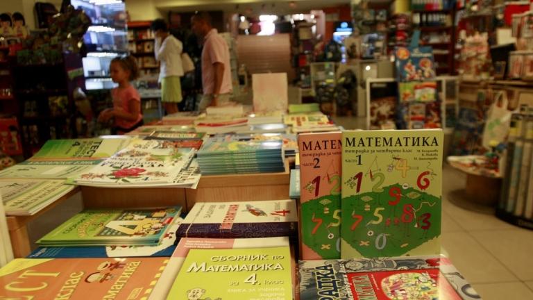 Книжарница и интернет доставчик продавали нелегални маски